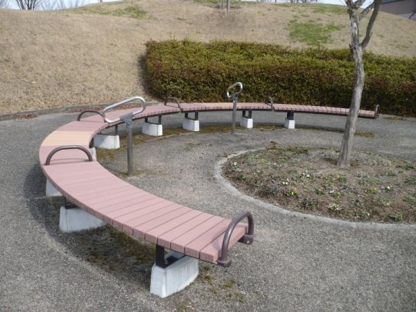 健康の森サークルベンチ