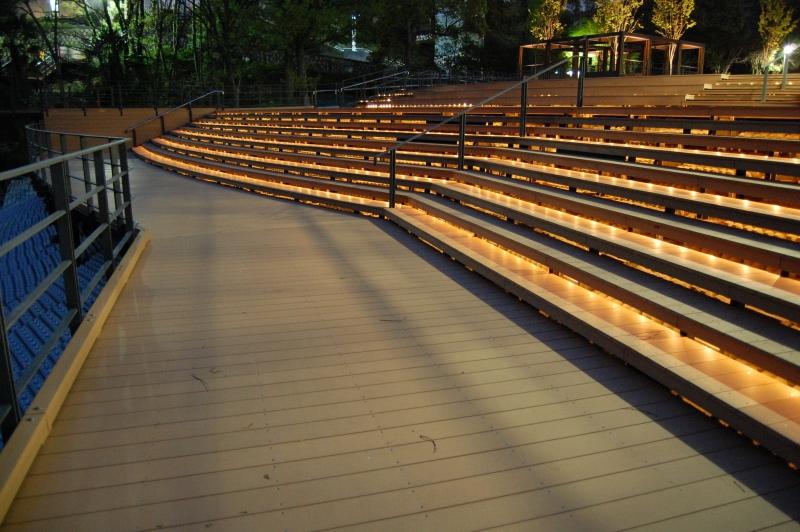 ウッドデッキ階段ライティング